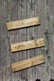 Parede de madeira com placas pregadas Imagens de Stock Royalty Free