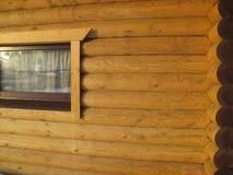 Parede de madeira feita da textura dos logs Fotografia de Stock