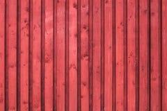 Parede de madeira rural vermelha. Textura da foto Imagem de Stock