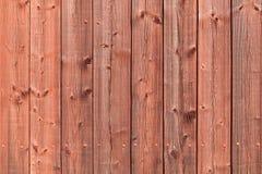 Parede de madeira rural vermelha velha, foto detalhada do fundo Fotos de Stock Royalty Free