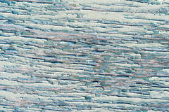 Parede de madeira velha com pintura verde rachada e descascando Fotografia de Stock