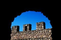 Parede de pedra antiga com ameias Foto de Stock Royalty Free
