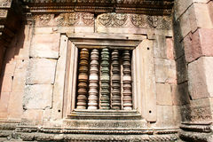 A parede de pedra com balustre colorido em Phonom soou o templo em Burir Foto de Stock Royalty Free