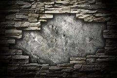 Parede de pedra com um grande furo no meio imagem de stock royalty free
