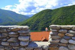 Parede de pedra da montanha Fotos de Stock Royalty Free