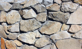 A parede de pedra da telha do tijolo envelheceu o fundo detalhado textura do teste padrão na luz - tom marrom de creme amarelo da Fotografia de Stock Royalty Free