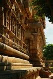 Parede de pedra decorativa bonita no templo antigo de Brihadisvara no cholapuram do gangaikonda, india imagem de stock royalty free