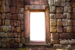 Parede de pedra do castelo com porta Imagem de Stock Royalty Free