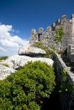 Parede de pedra do castelo do Moorish em Sintra fotografia de stock royalty free