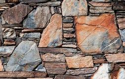Parede de pedra empilhada vintage do Velho Mundo fotos de stock royalty free