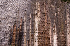 Parede de pedra manchada rústica Fotos de Stock Royalty Free