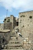 Parede de pedra na fortaleza no console de Hvar Fotos de Stock