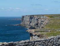 Parede de pedra no Dun Aonghasa Aran Islands fotografia de stock