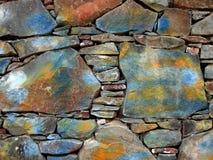 Parede de pedra pintada fotografia de stock royalty free