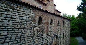 Parede de pedra tradicional Georgian da igreja Monastério de Gurjaani Kvelatsminda vídeos de arquivo