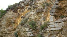 Parede de pedra velha em um castelo antigo video estoque