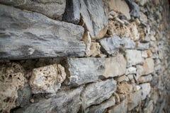 Parede de pedras da montanha em Prè-Saint-Didier fotografia de stock