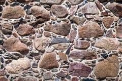 Parede de pedras grandes e de tijolos quebrados imagem de stock royalty free