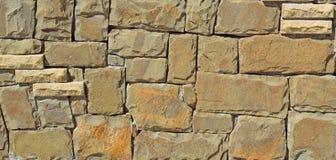 Parede de pedras retangular de um fundo de pedra natural Fotos de Stock Royalty Free
