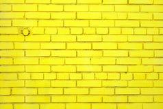 Parede de tijolo amarela Imagens de Stock