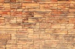 Parede de tijolo amarela decorativa para o fundo imagem de stock