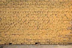 Parede de tijolo amarela Fábrica velha Foto de Stock Royalty Free