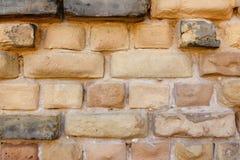 Parede de tijolo amarela resistida Fotos de Stock Royalty Free
