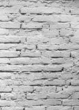 Parede de tijolo, aproximadamente dobrada e coberta com a lavagem política Imagem de Stock Royalty Free
