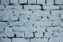 Parede de tijolo azul com textura do fundo da pintura da casca Fotos de Stock