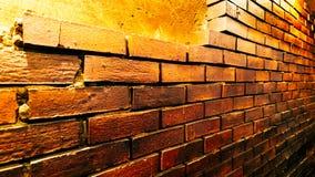 Parede de tijolo de Brown escuro, vista lateral imagens de stock