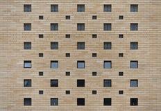 Parede de tijolo com fundo da textura das janelas Fotografia de Stock