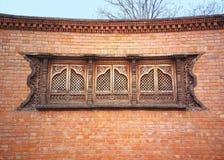 Parede de tijolo com janelas bonitas fotografia de stock royalty free