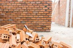 Parede de tijolo da construção Fotos de Stock