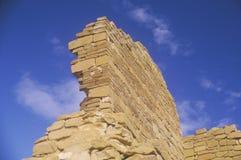 Parede de tijolo de Adobe, cerca do ANÚNCIO 1060, ruínas indianas da garganta de Chaco, o centro da civilização indiana, nanômetr Fotos de Stock Royalty Free