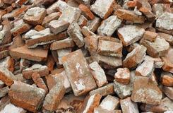 Parede de tijolo demulida imagens de stock