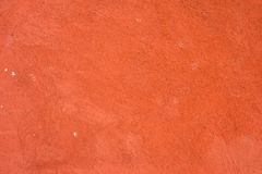 Parede de tijolo, parede emplastrada, superfície áspera, vermelho pintado As paredes decoram as construções exteriores que são pi fotos de stock
