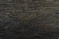 Parede de tijolo escura fotografia de stock royalty free