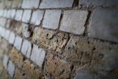 Parede de tijolo inclinada Fotos de Stock