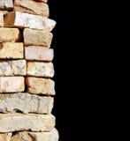 Parede de tijolo no fundo preto Foto de Stock Royalty Free
