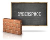 Parede de tijolo pelo quadro-negro com texto do Cyberspace no quadro-negro imagem de stock royalty free