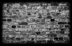 Parede de tijolo preta do grunge imagens de stock