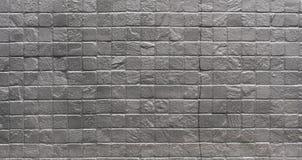 Parede de tijolo quadrada pintada de prata industrial do Grunge fotografia de stock royalty free