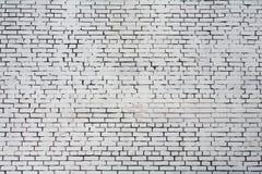 Parede de tijolo áspera do fundo pintada com pintura branca Imagens de Stock