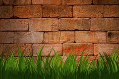 Parede de tijolo urbana de Grunge com grama verde Fotos de Stock Royalty Free