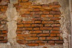 A parede de tijolo velha é vermelha imagens de stock
