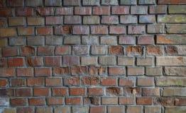 Parede de tijolo velha com peças deterioradas foto de stock royalty free