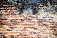 Parede de tijolo velha em uma imagem de fundo com os vagabundos vignetted do grunge Foto de Stock
