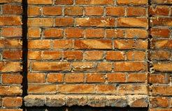 A parede de tijolo velha para a cor da textura ou do fundo, a vermelha e a marrom, elementos arquitetónicos como um tijolo encheu Foto de Stock Royalty Free