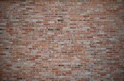 Parede de tijolo vermelho ou marrom escuro velho, cercas alaranjadas do tijolo, ru sujo fotografia de stock
