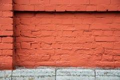 Parede de tijolo vermelho, uma peça de uma cerca da tela Fotos de Stock Royalty Free